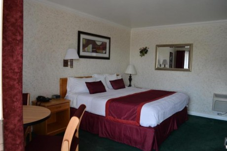 Welcome To Travelers Inn - Queen Room